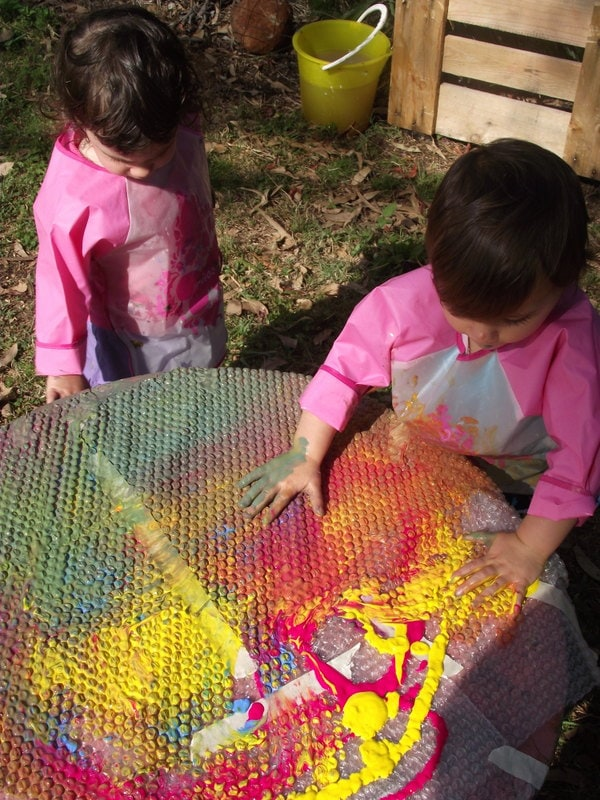Encourage sensory and colour exploration through play with this easy activity for toddlers using simple recycled materials. A great idea for parents, childminders, early childhood educators, family day care and homeschool!