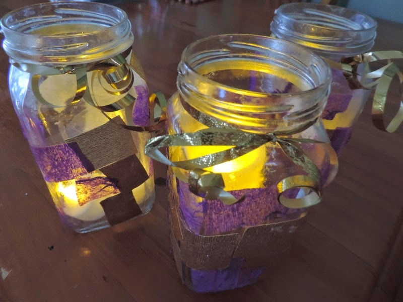 Make your own glow jars - easy gift idea for kids to make themselves! Find out how at Mummy Musings and Mayhem.com