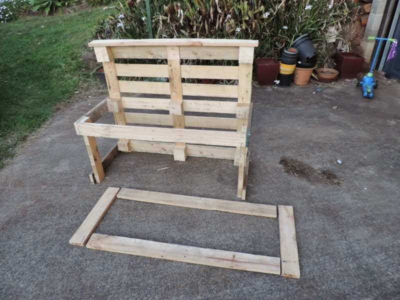Building a pallet kitchen sink from recycled materials - Find out how at Mummy Musings and Mayhem