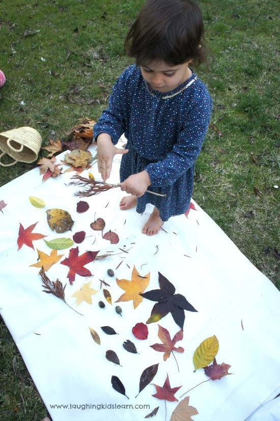 If you want to add more opportunities for nature play to your early learning environments, start with these simple ideas from educators!Parents, early childhood educators and teachers can browse through this huge collection of photo inspiration to encourage playful learning in early childhood environments. #teacherresources #natureplayideas #natureplayactivities #natureplayindoors  #preschool #natureplaybackyard #natureplaytoddlers