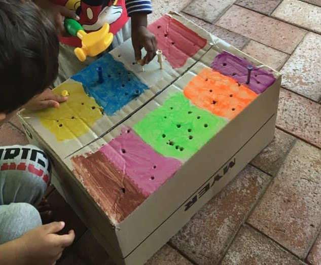 10 simple ways for children to play with boxes. Inspiration from early educators!