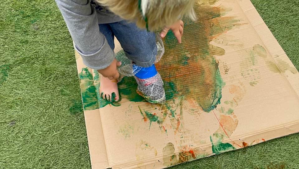 cardboar box painting with bubblewrap