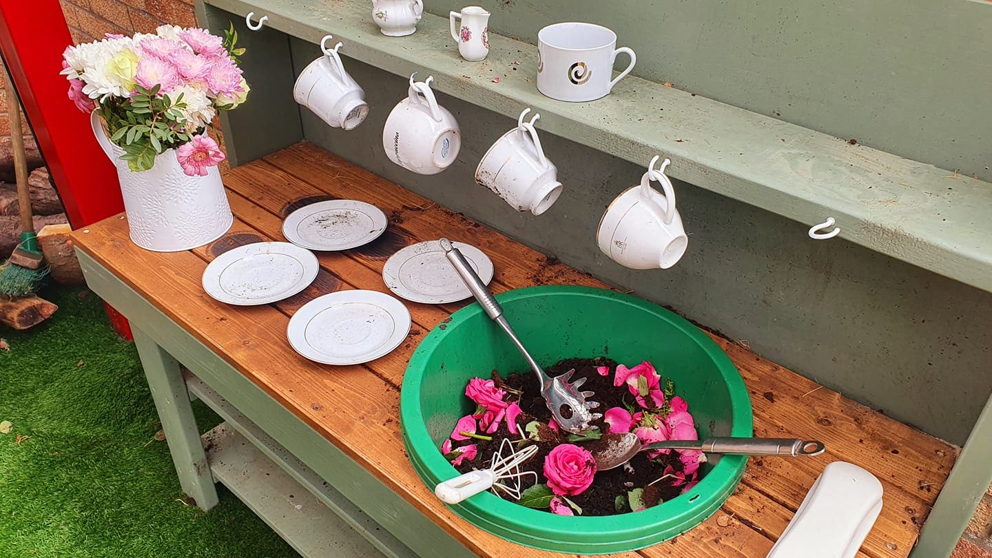 outdoor dramatic play ideas kitchen